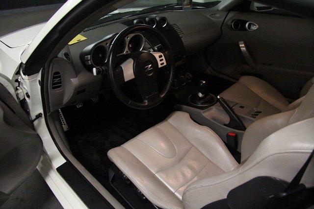 FS: 2004 Nissan 350Z Performance Package (White Pearl)-4.jpg