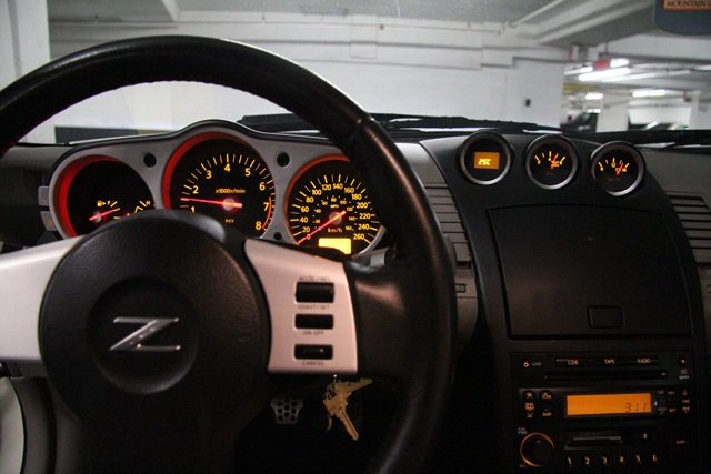 FS: 2004 Nissan 350Z Performance Package (White Pearl)-5.jpg