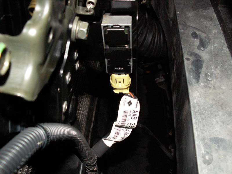 Cnd 04 350z Coupe Whats Under My Hood Latch Updated With